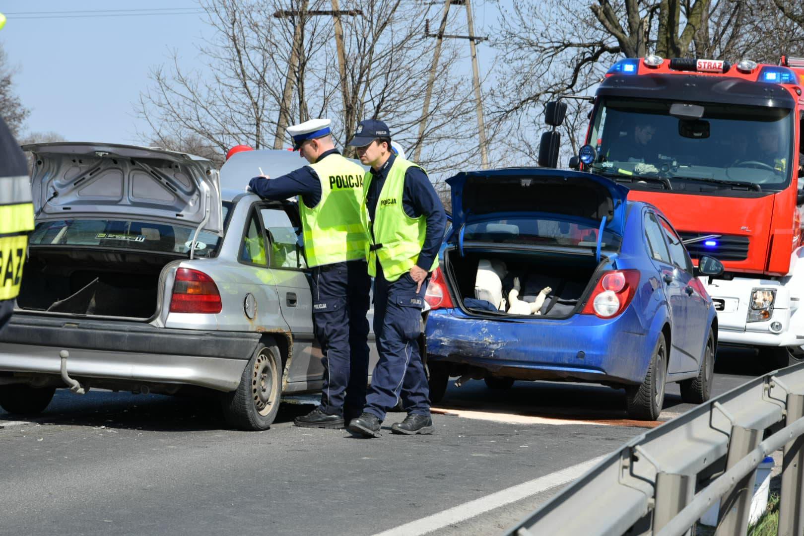 Groźny wypadek. Trzy osoby zabrane do szpitala