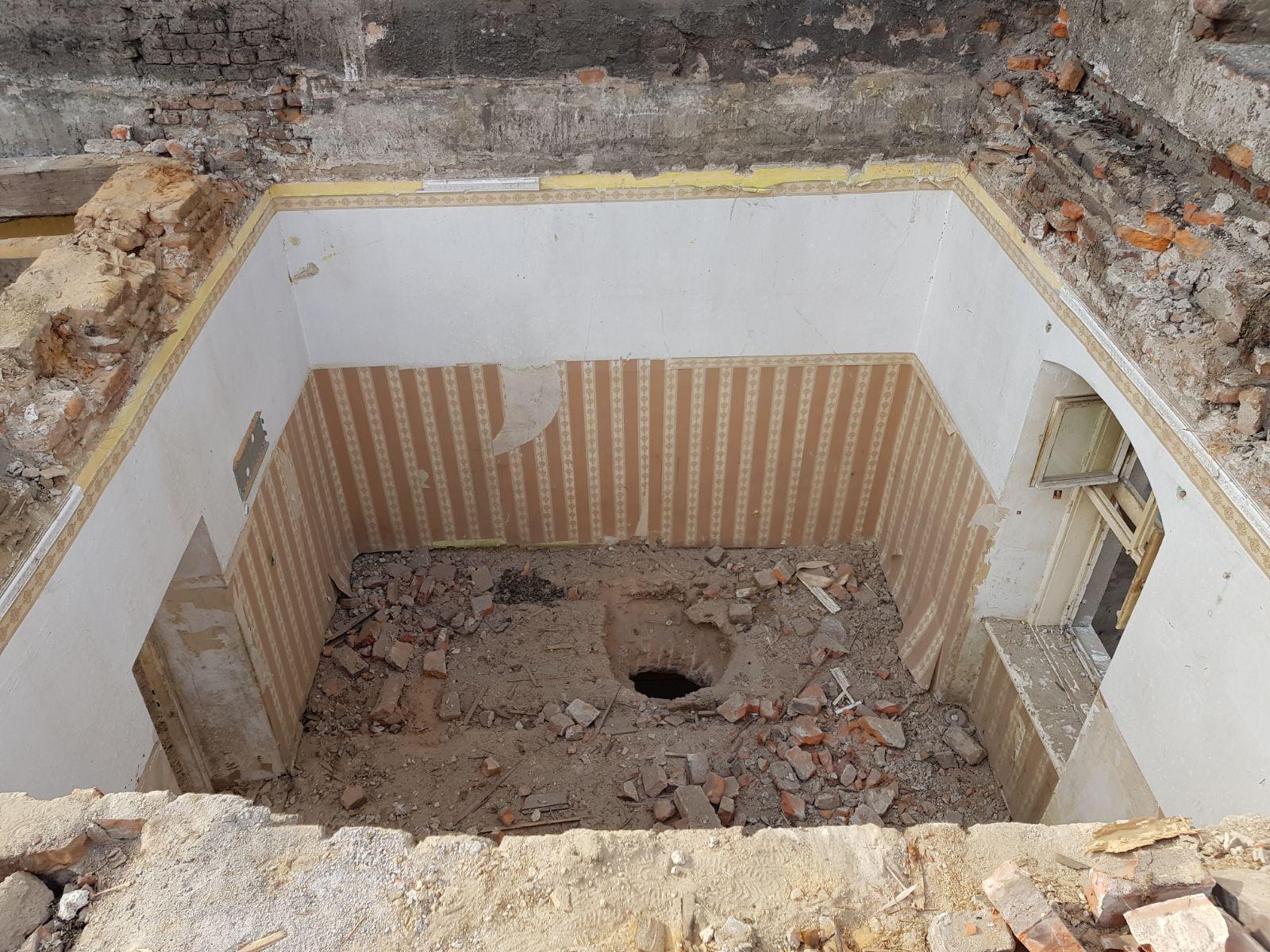 W centrum rozbiórki starej kamienicy [FOTO]