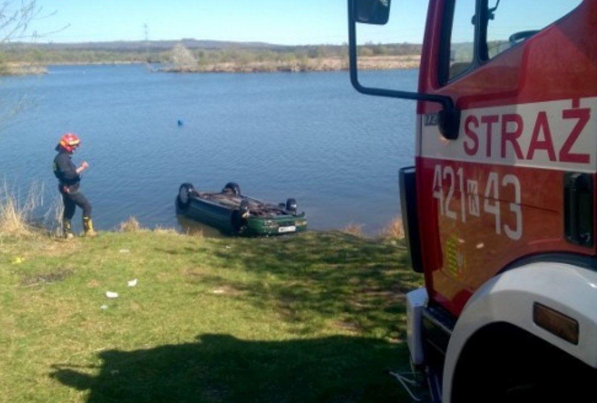 Samochód wjechał do wody, nie żyje 68 – letni mężczyzna