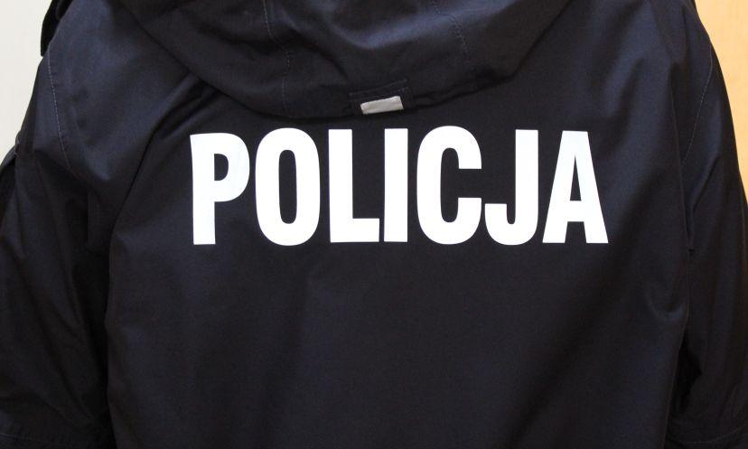 Policjanci zatrzymali dwóch mężczyzn, którzy powiesili kota na jednym z przystanków