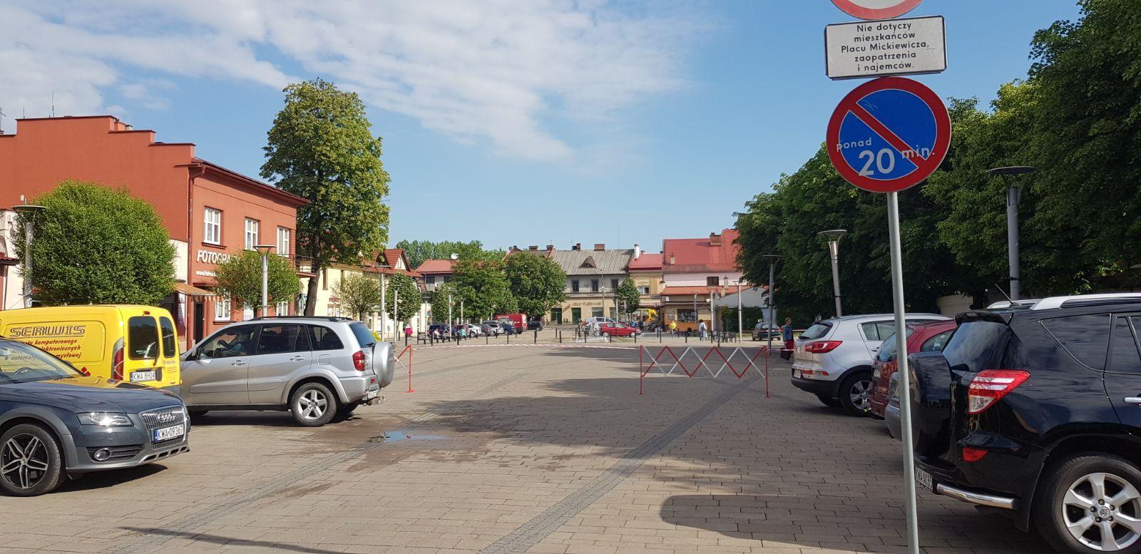 Co się dzieje na placu Mickiewicza?