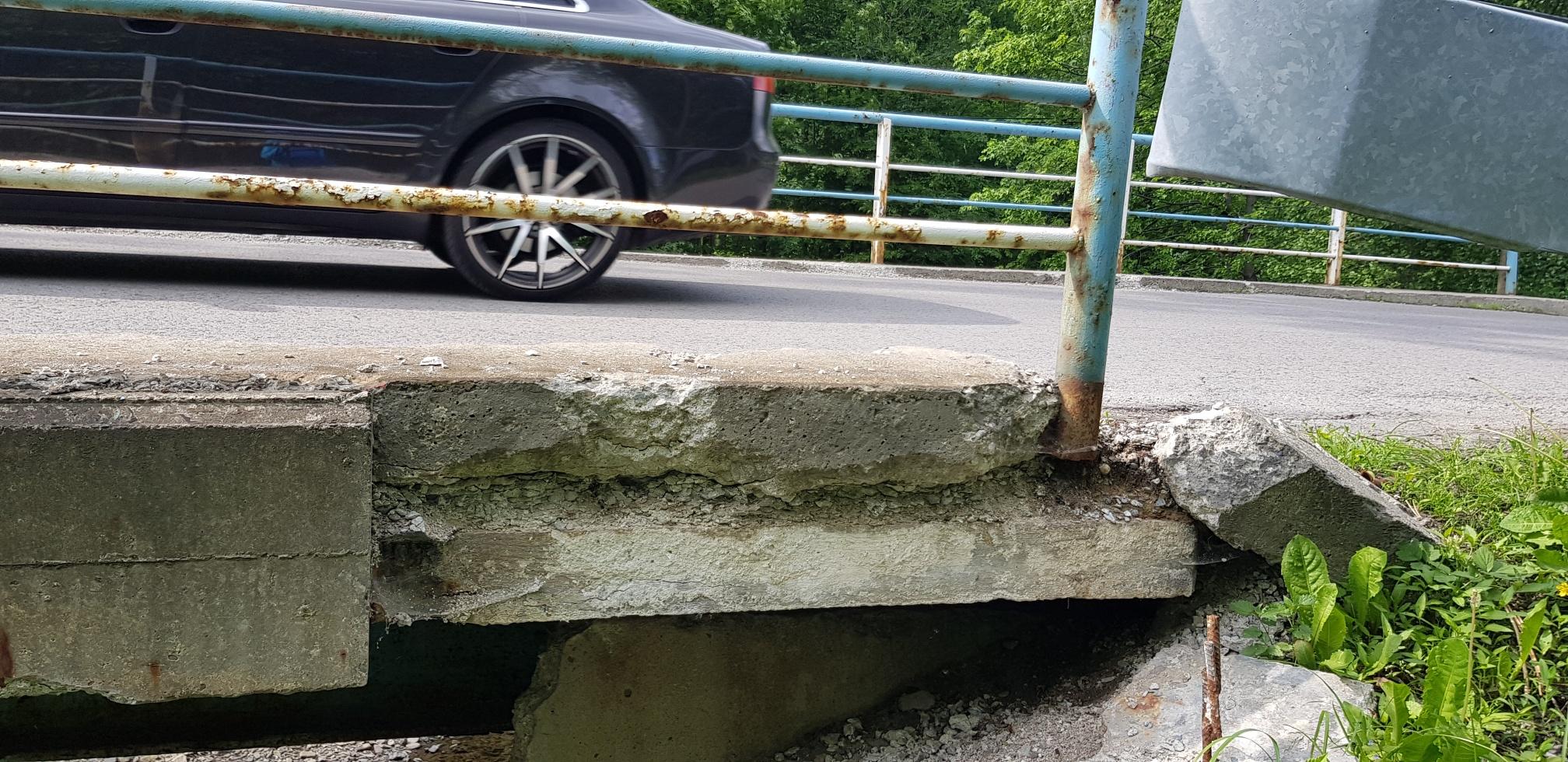Tragiczny stan mostu w kierunku Rzyk [FOTO]