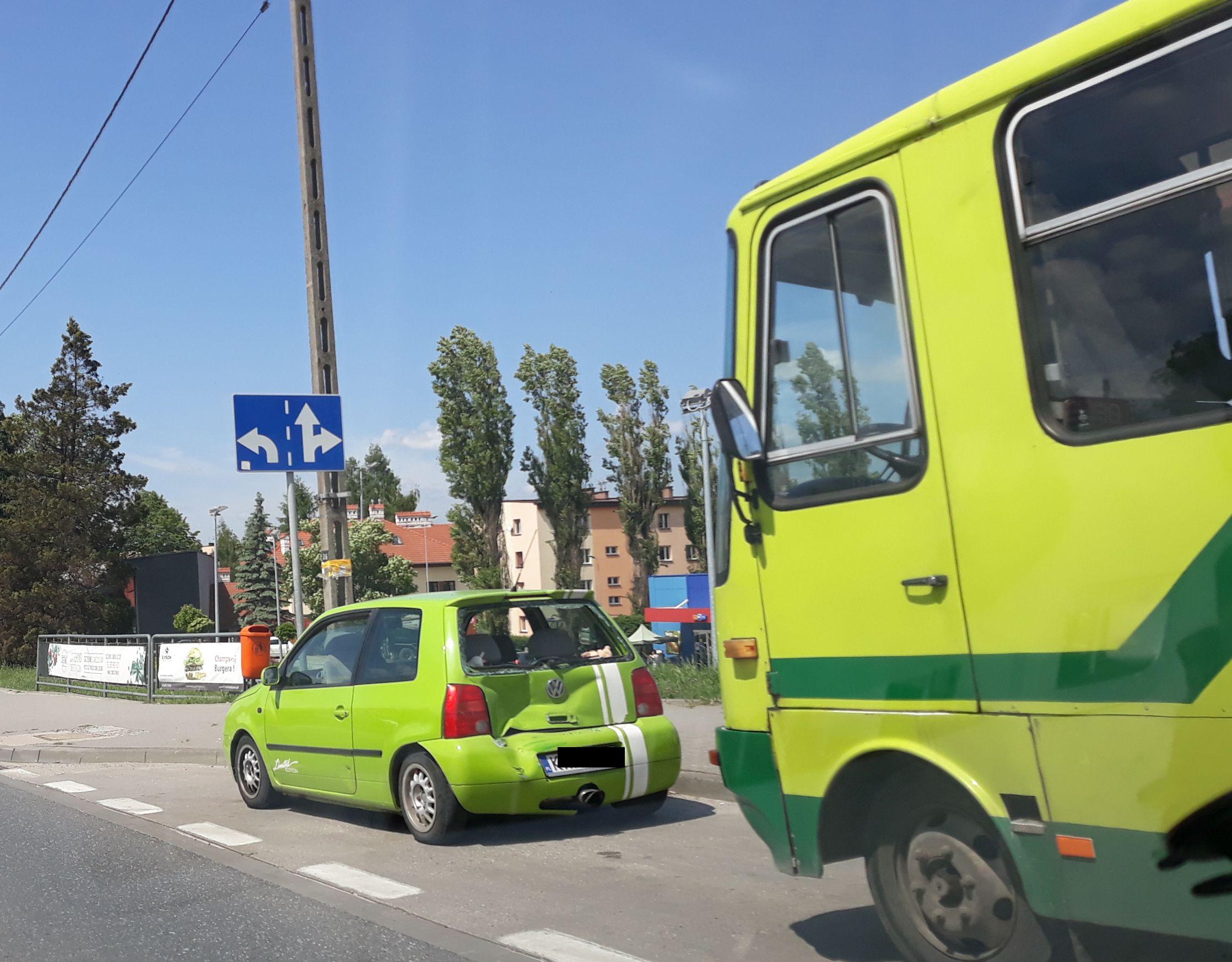 Kolizja z autobusem na skrzyżowaniu