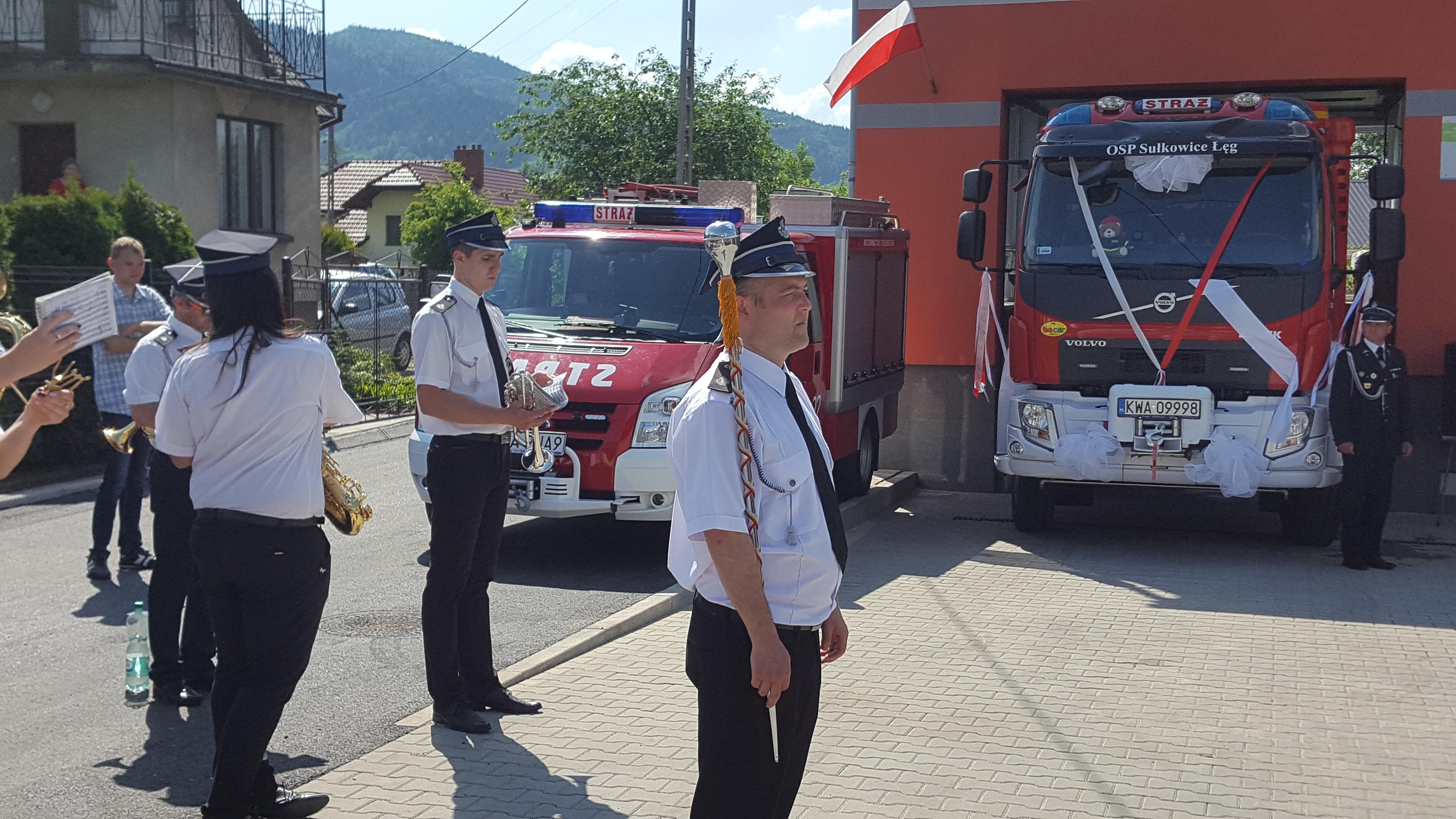 Oficjalne przekazanie i poświęcenie nowego wozu strażackiego [FOTO]