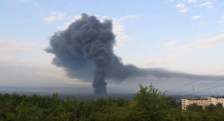 Strażacy z całego regionu gaszą gigantyczny pożar składowiska opon