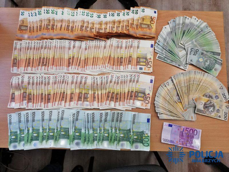 Policjanci odzyskali prawie 100 tysięcy złotych