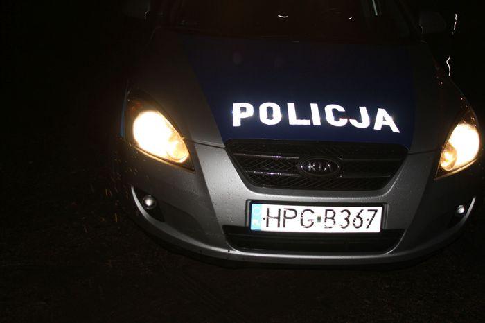 27-letni chuligan obrzucił kamieniami policyjny radiowóz