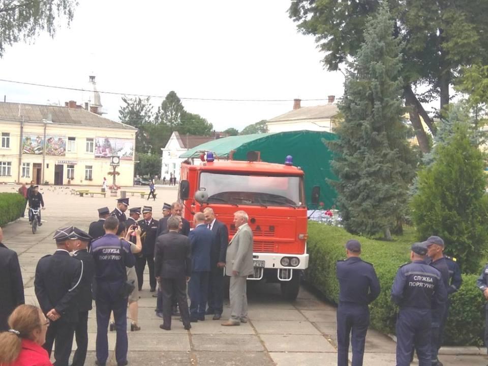 Stary samochód z Sułkowic-Łęgu przekazany Ukraińcom [FOTO]