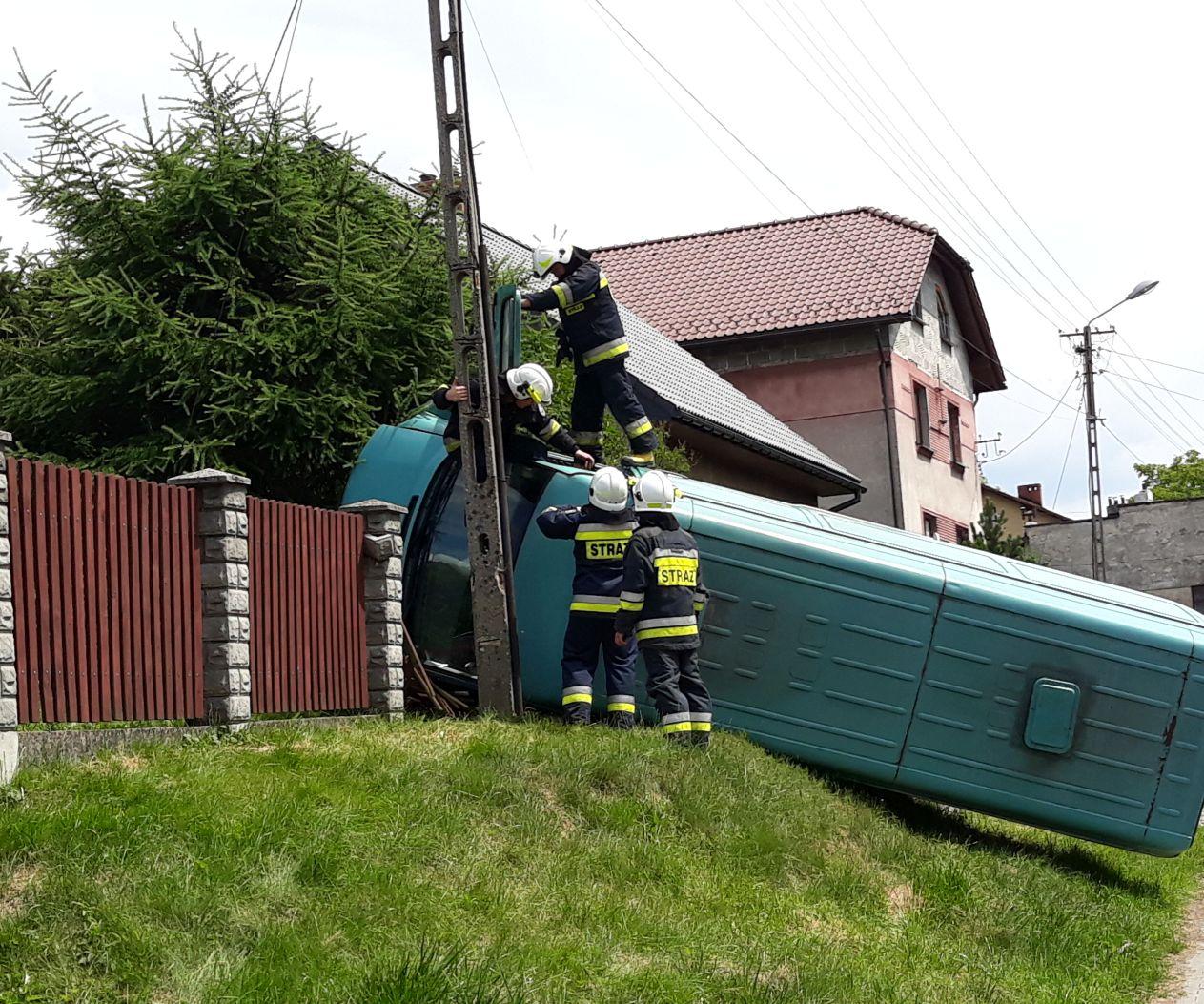 Wypadek busa w Czańcu [FOTO]