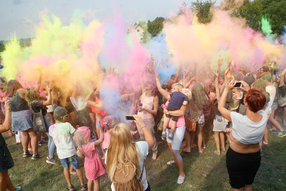 Kolorowy piknik rodzinny wraz z eksplozją kolorów. EDYCJA II