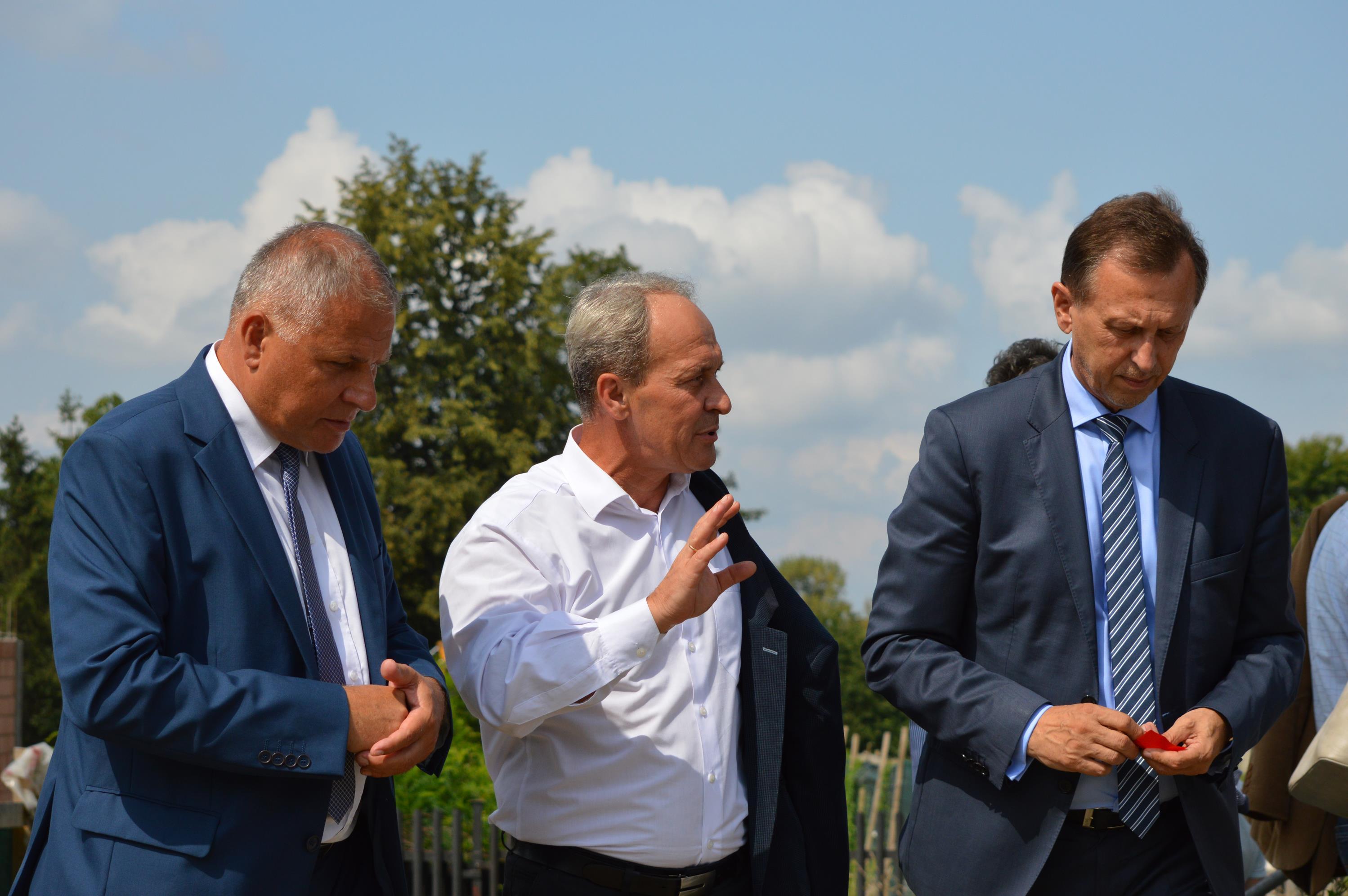 Marszałek przywiózł do Andrychowa umowę na unijną dotację [FOTO] [AKTUALIZACJA]