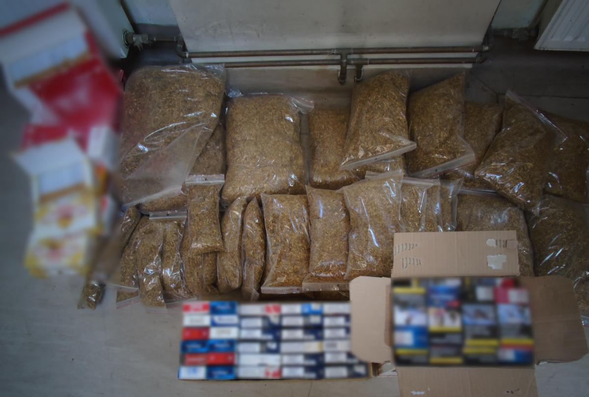 Policjanci przechwycili w Andrychowie 16,5 kg tytoniu i ponad 3 tys. nielegalnych papierosów