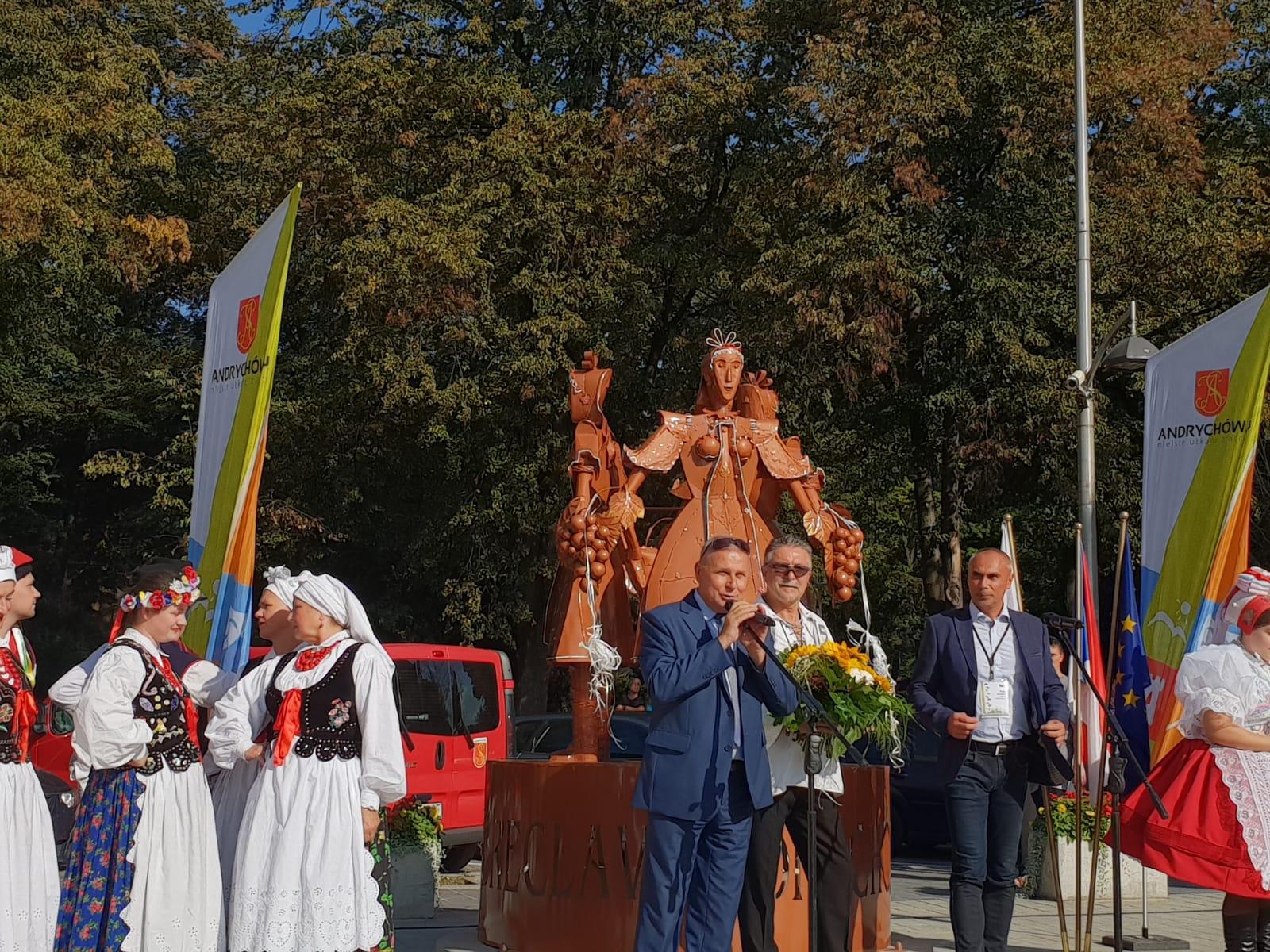 Czeska rzeźba odsłonięta w centrum Andrychowa [FOTO]