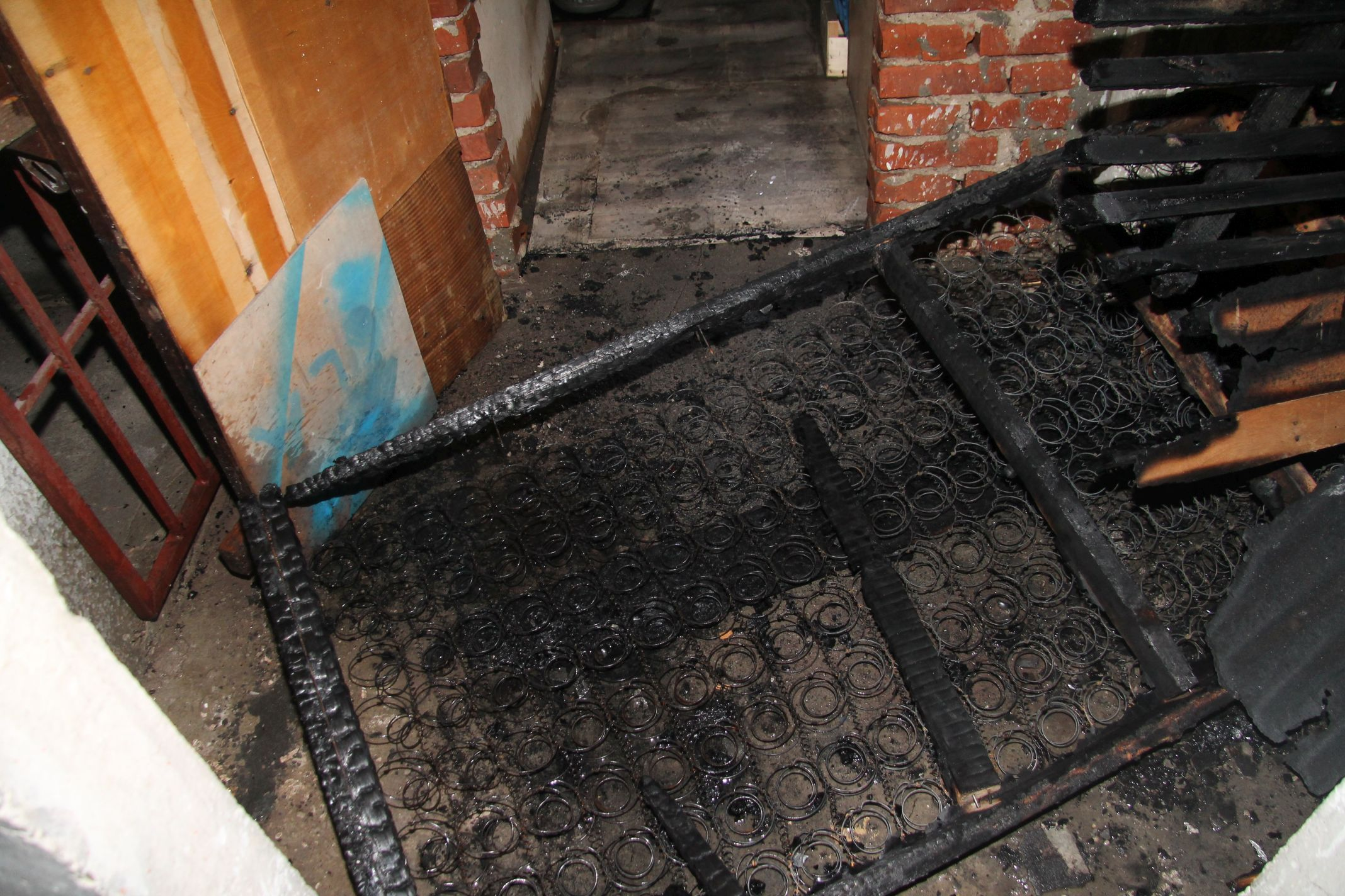 To było podpalenie. Mieszkańcom groziło niebezpieczeństwo. Policja szuka podpalacza