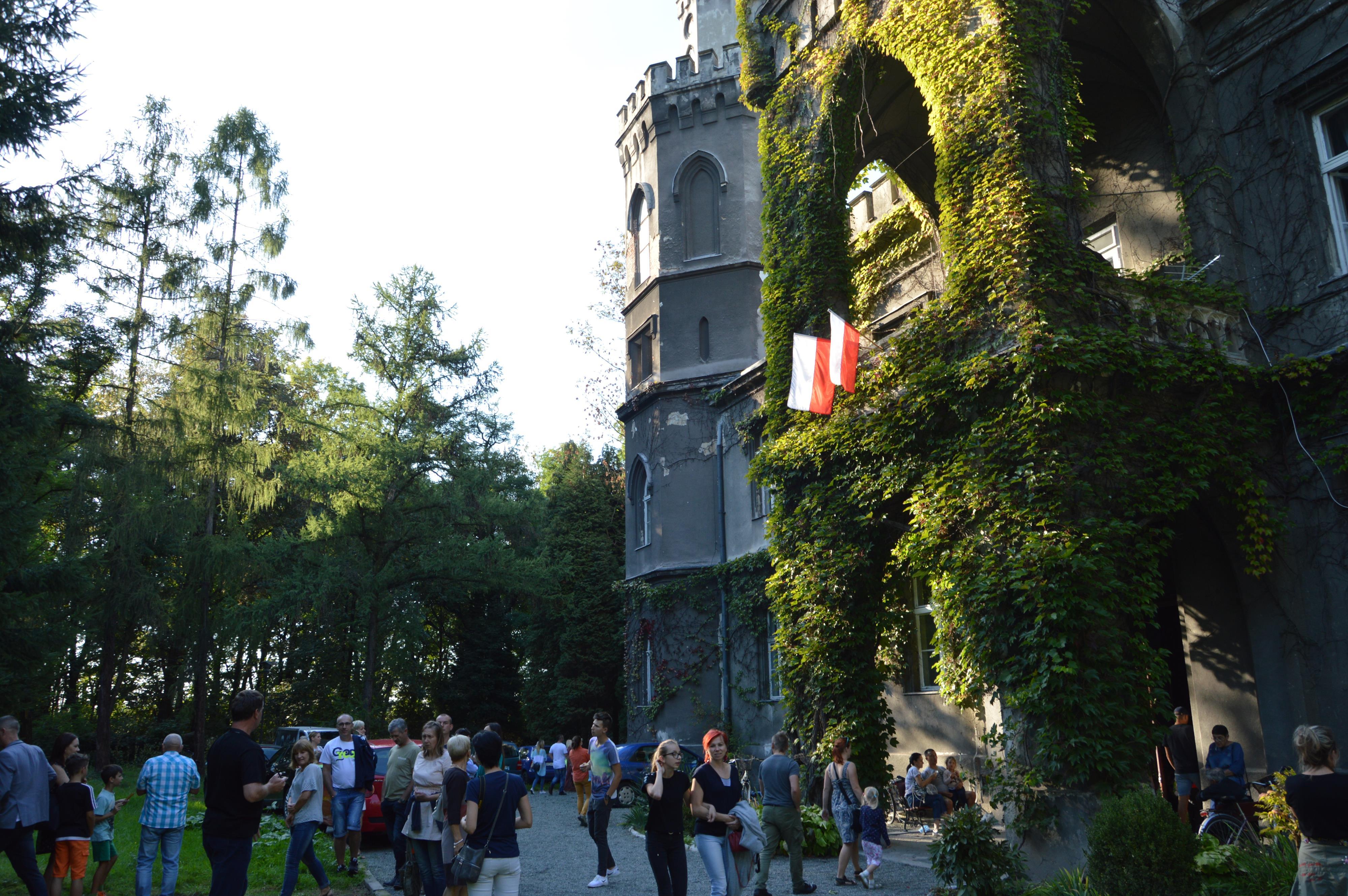 Olbrzymie zainteresowanie zwiedzaniem zamku w Bulowicach [FOTO]