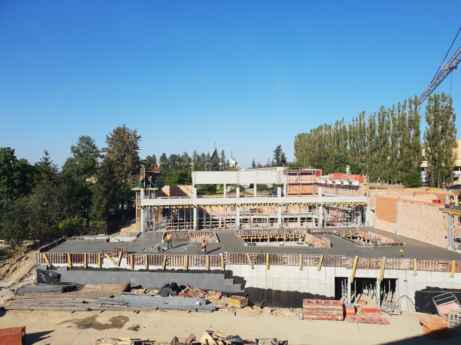 Rosną mury nowego basenu w Andrychowie
