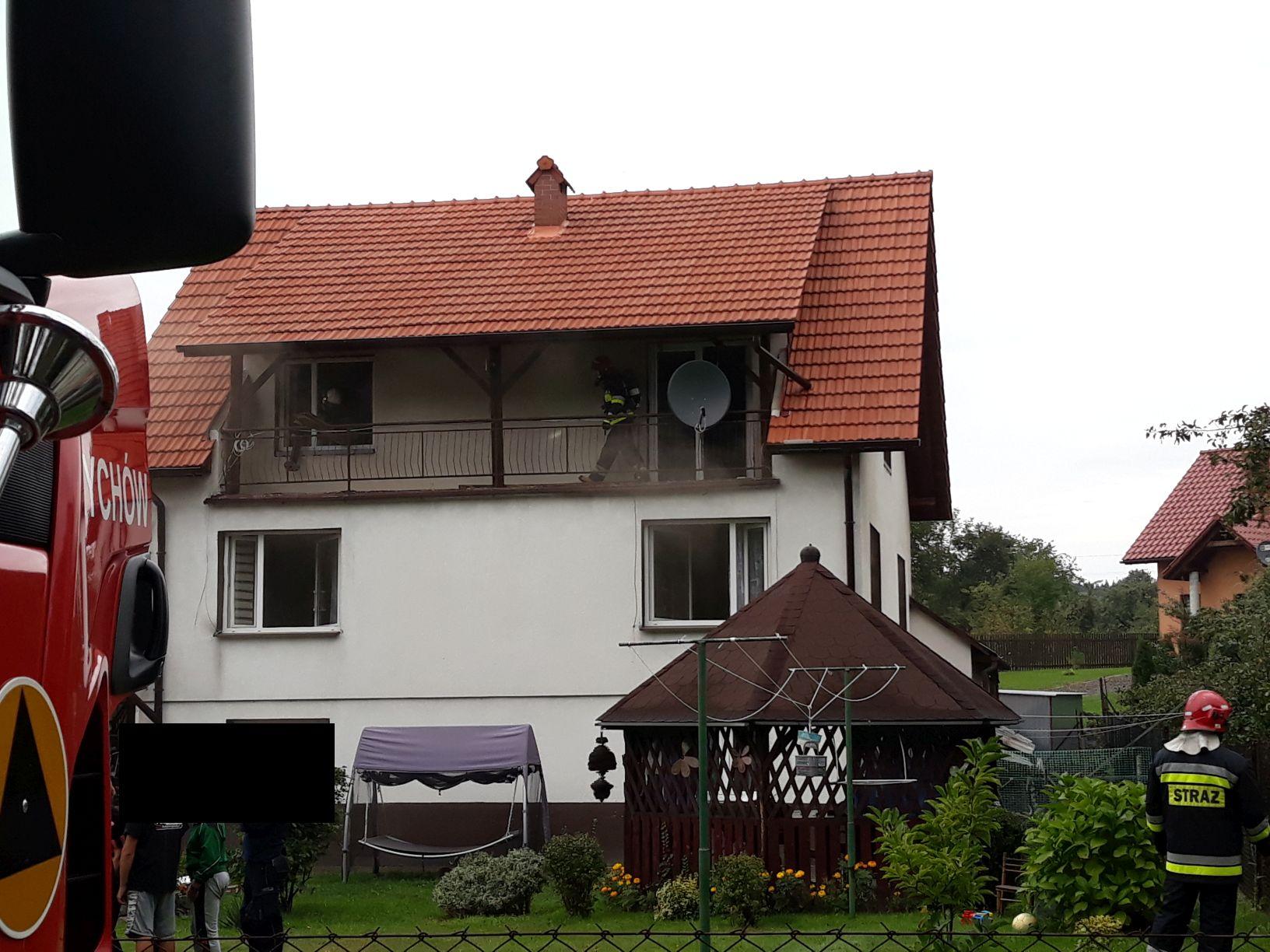 Szybka akcja, uratowano dom przed spaleniem [FOTO]