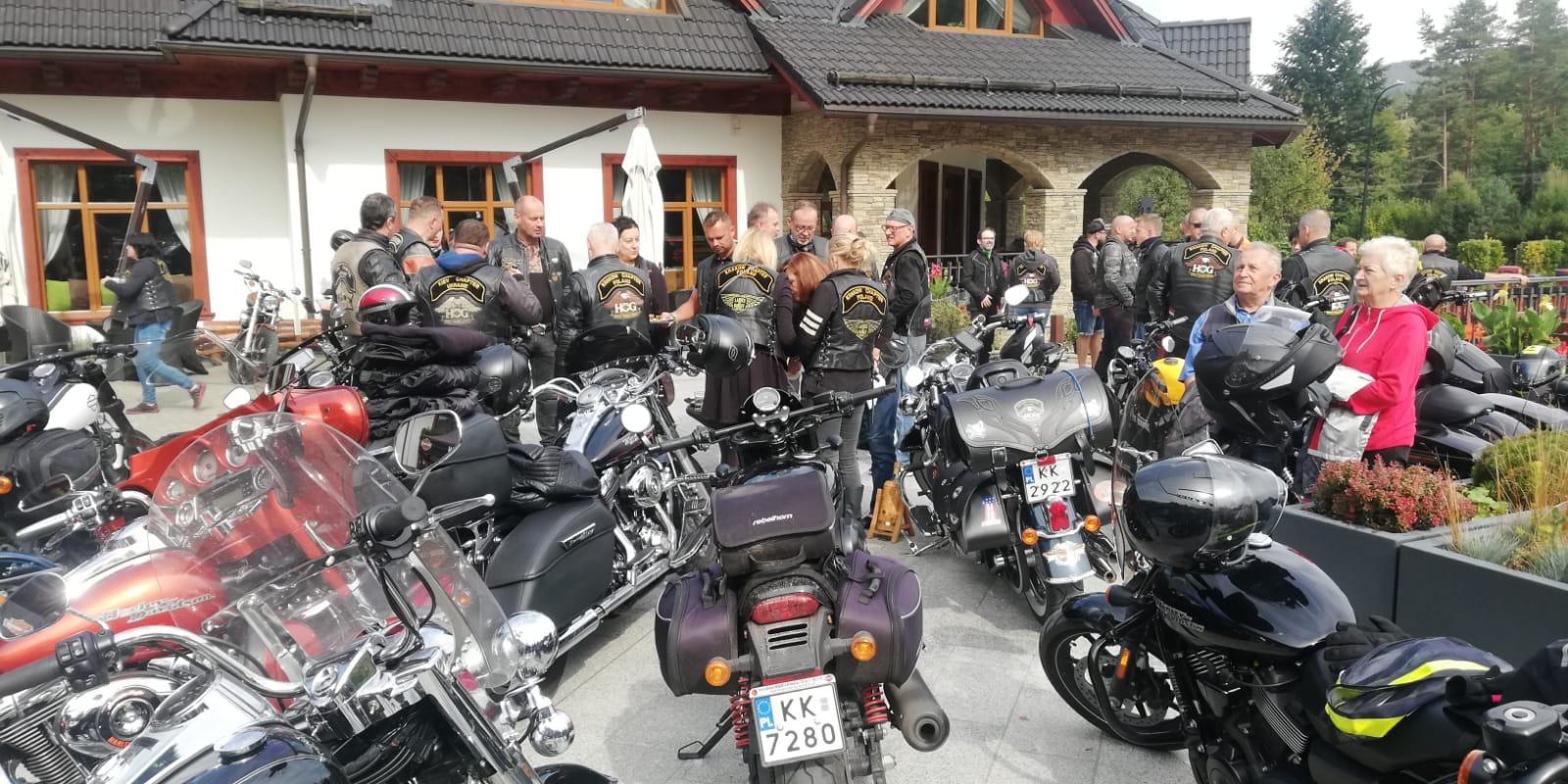 Pokaz motocykli Harley Davidson w Czarnym Groniu [FOTO]