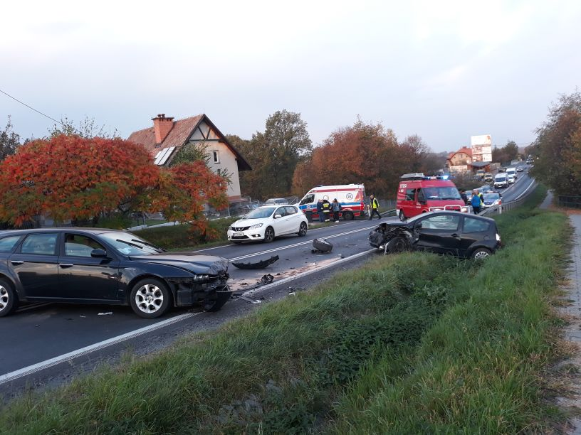 Wypadek na drodze Andrychów - Kęty, są poszkodowani [FOTO] [AKTUALIZACJA]