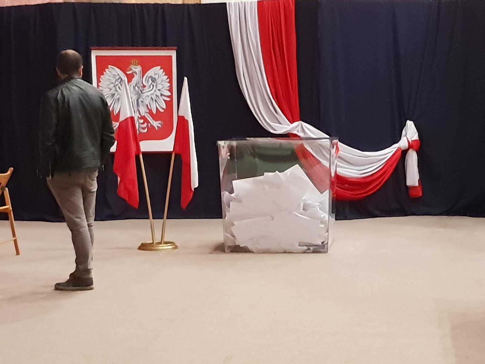 Do godziny 21:00 głosowanie w wyborach samorządowych