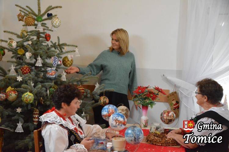 Studio telewizyjne w remizie. Ewa Wachowicz nagrywała świąteczny program