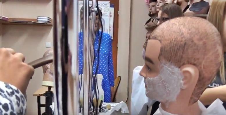 Wąsy i broda w modzie. Jest specjalna szkoła dla fryzjerów