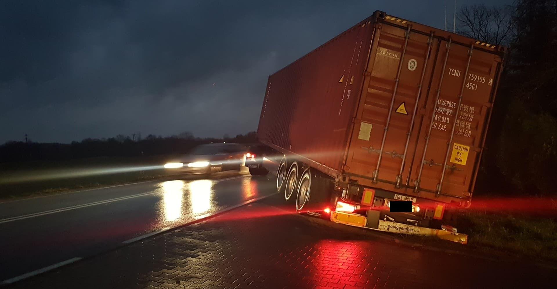 Niebezpiecznie na drogach! Dwa zdarzenia na drodze krajowej 52 [FOTO]