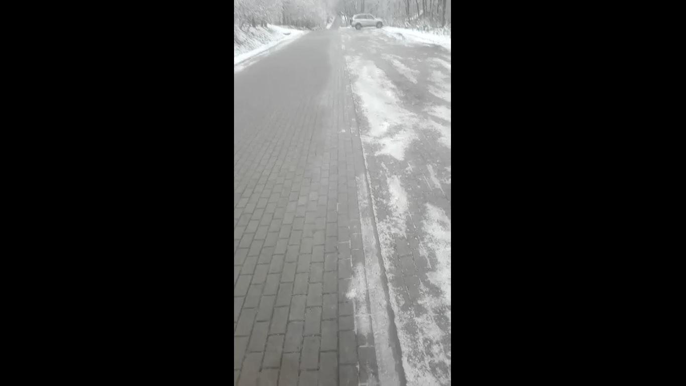Ślizgawica na drogach i chodnikach