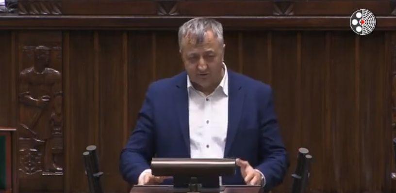 Poseł Kukiz'15 ostro o decyzjach rządu w sprawie prądu