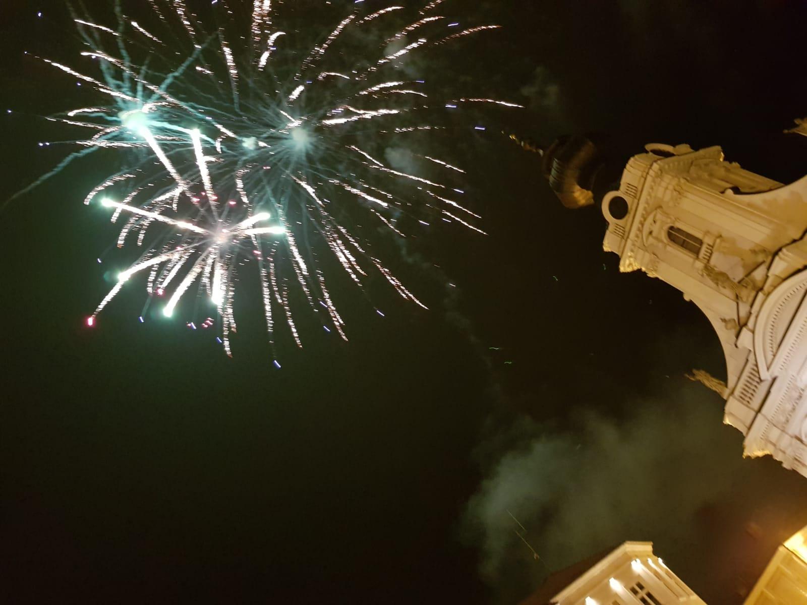 Sylwestrowy pokaz fajerwerków na rynku [FOTO]