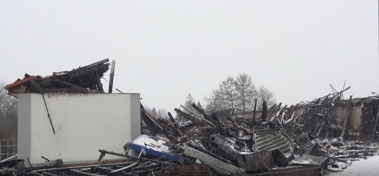 Dzień po pożarze marketu w Wadowicach [VIDEO]