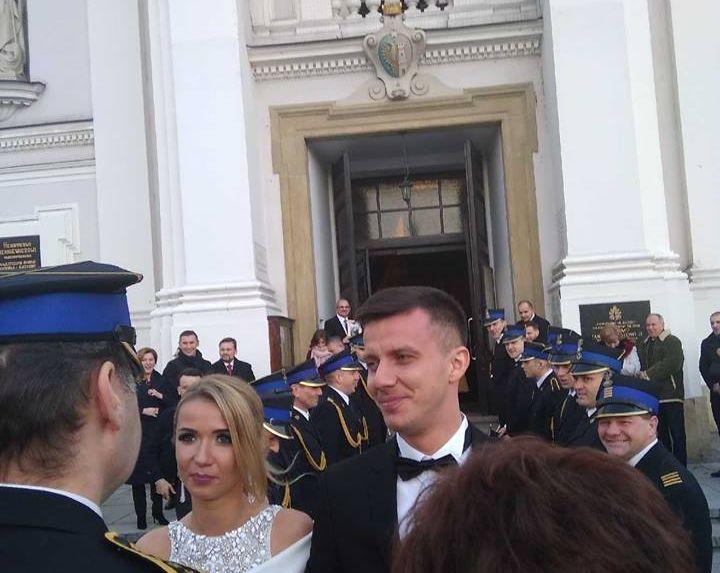 Strażacki ślub siatkarza z Andrychowa