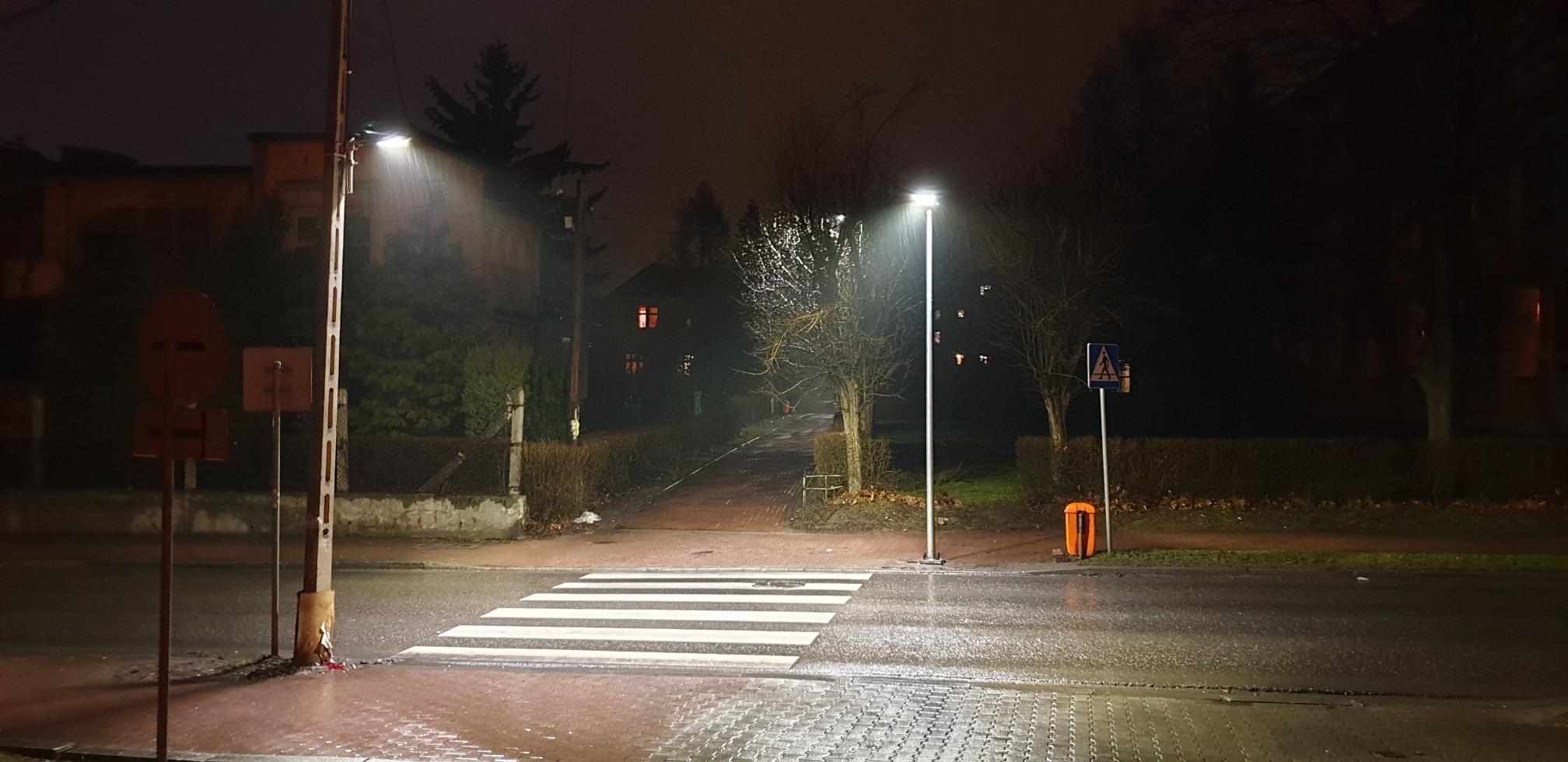Nowe oświetlenie na pasach koło szkoły
