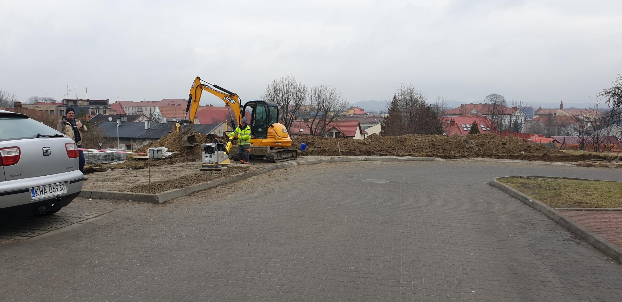 Powstają nowe miejsca parkingowe przy szpitalu