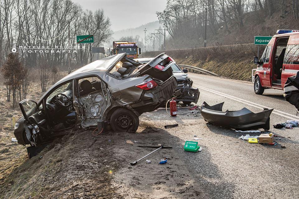 Zderzenie trzech samochodów, są poszkodowani [FOTO]