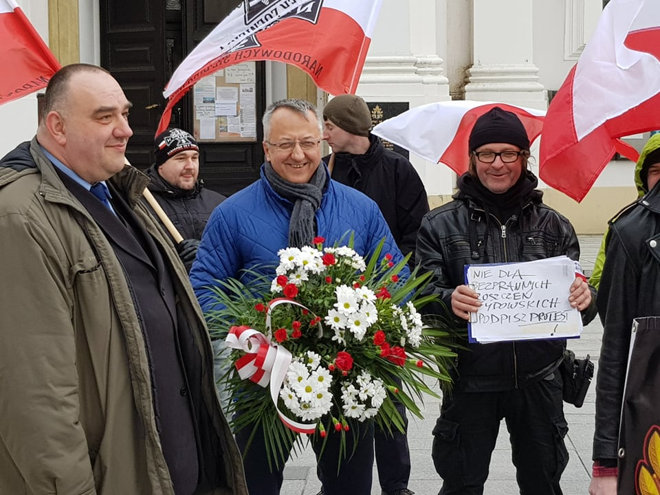 Poseł na marszu z Młodzieżą Wszechpolską [FOTO]