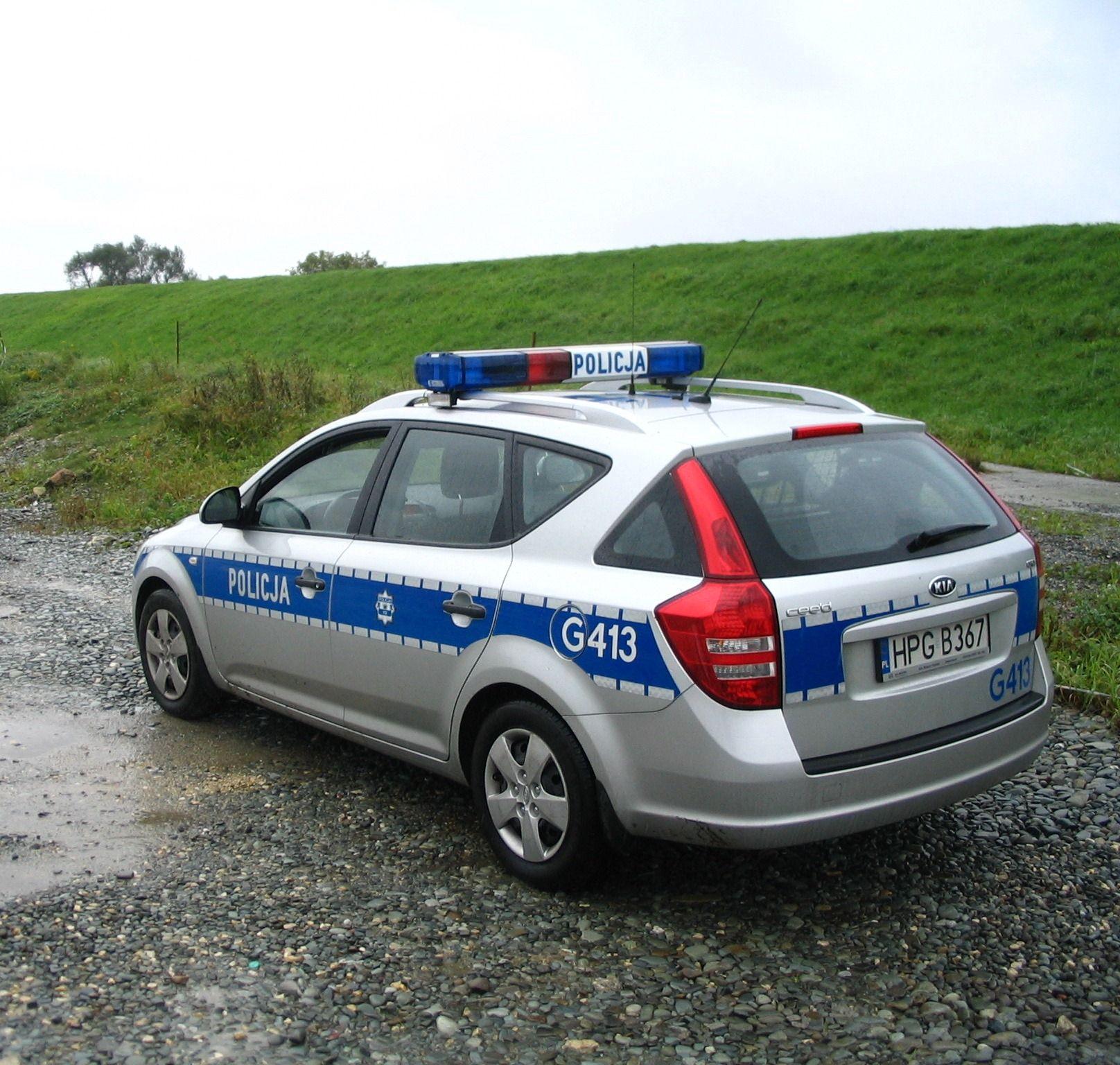 Pijany kierowca chciał przekupić policjantów, trzech innych straciło prawo jazdy za prędkość