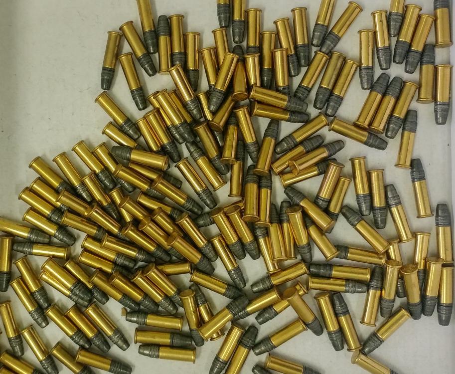 Nielegalna broń i amunicja na posesji. A do tego mała bimbrownia