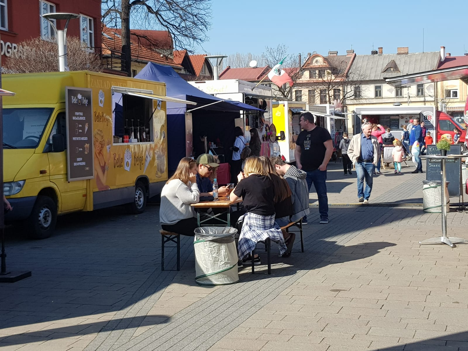 Zlot food trucków na placu Mickiewicza [FOTO]