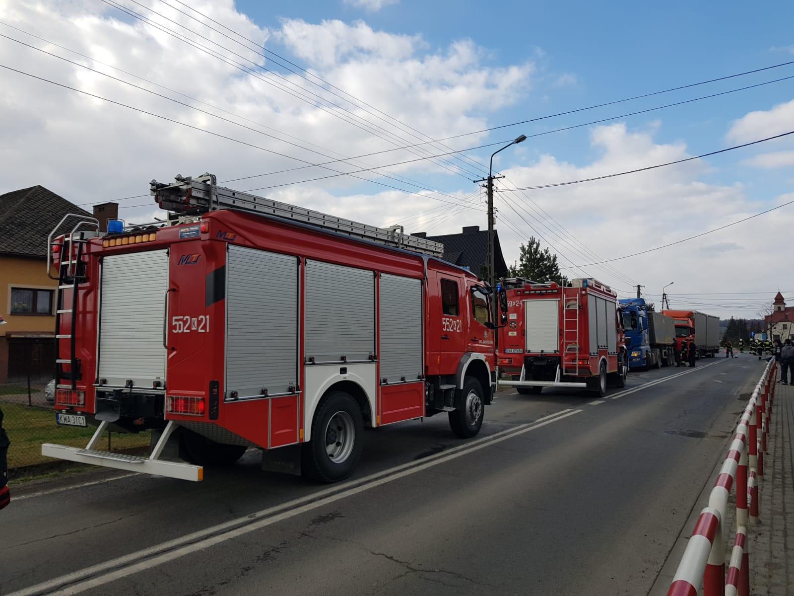 Zderzenie dwóch ciężarówek na drodze Andrychów - Zator [FOTO]