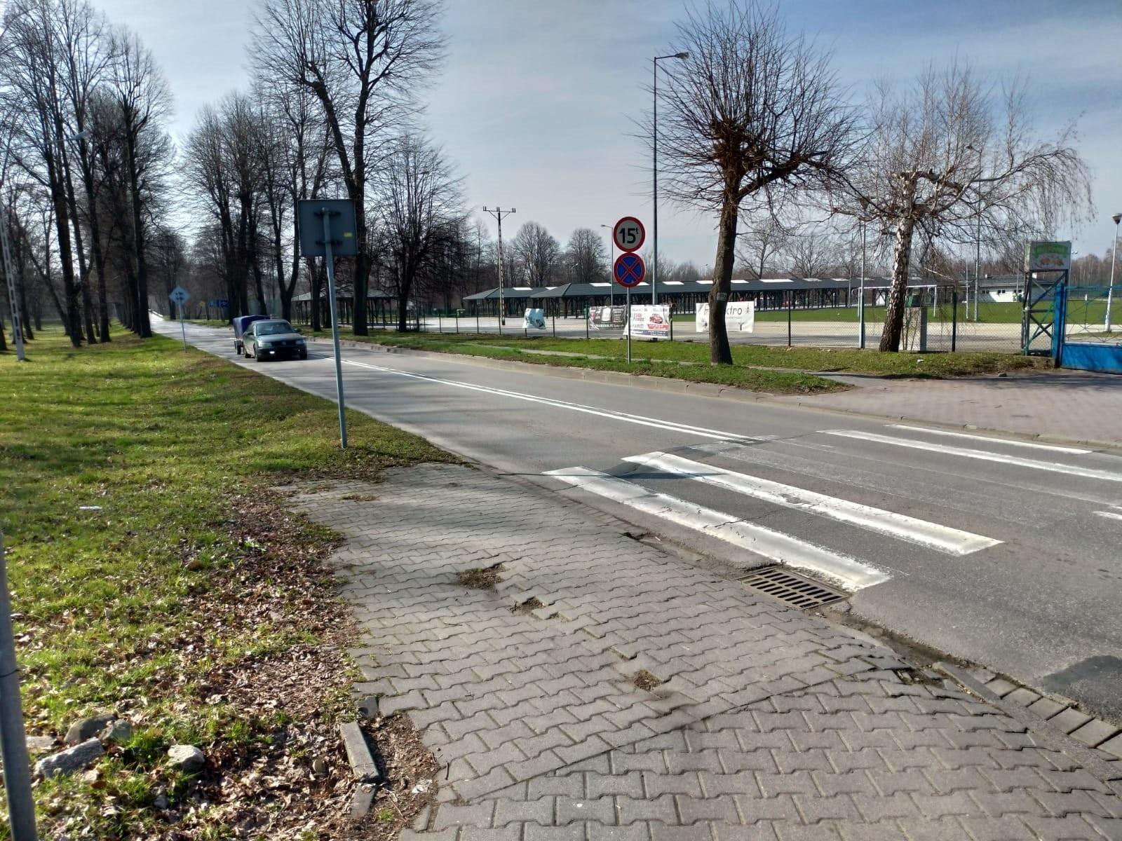 Potrącenie rowerzystki obok stadionu. Policja szuka sprawcy [AKTUALIZACJA]