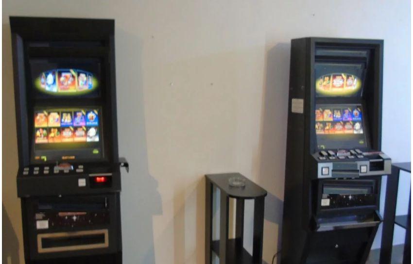 Kolejne nielegalne automaty 'aresztowane' podczas akcji policjantów i celników