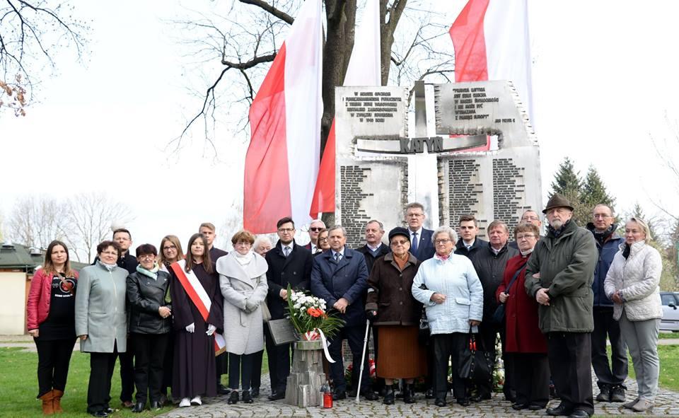 Upamiętniono 79. rocznicę zbrodni katyńskiej oraz tragedię pod Smoleńskiem