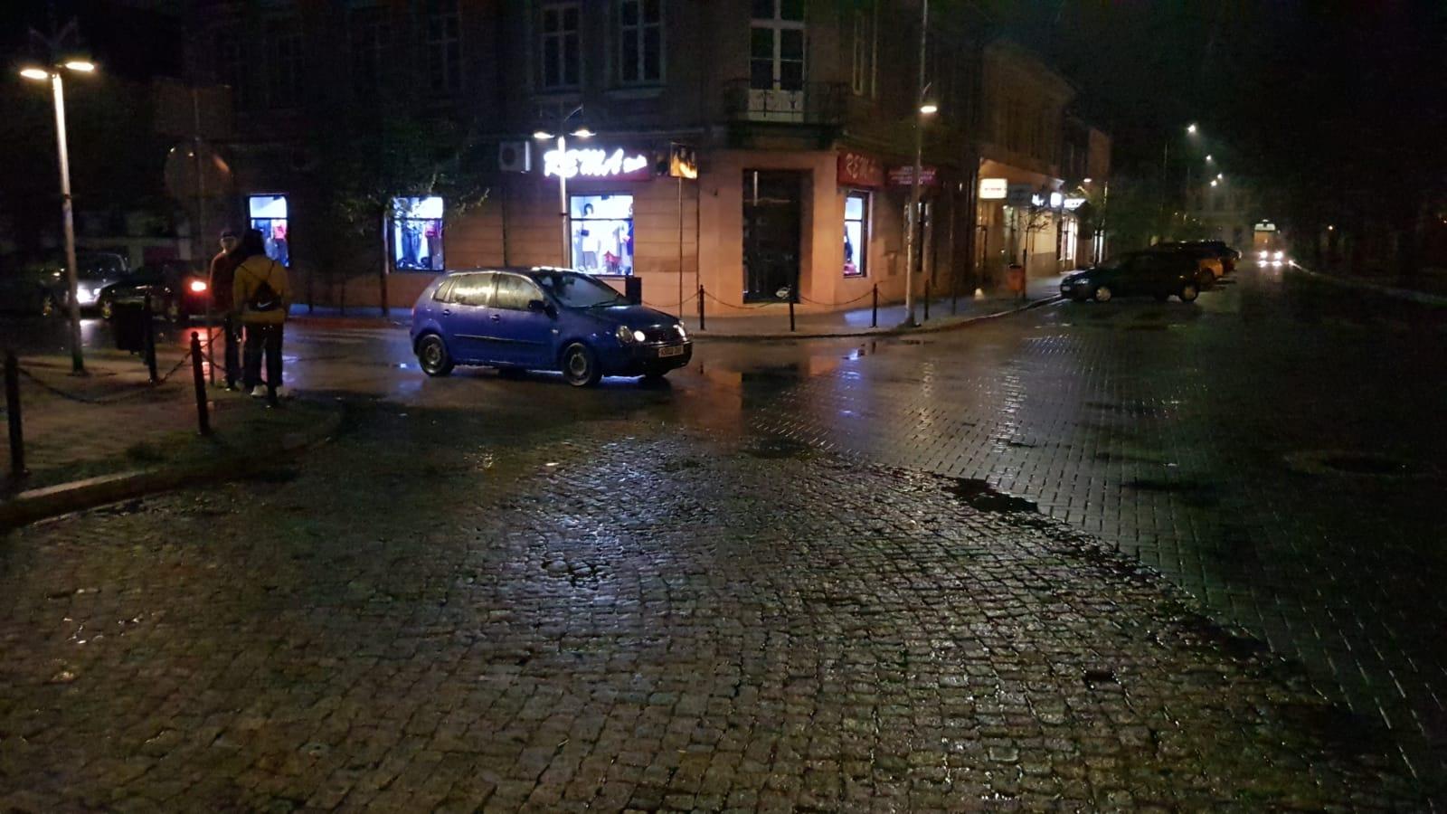 Ktoś zaparkował na środku ulicy [FOTO]
