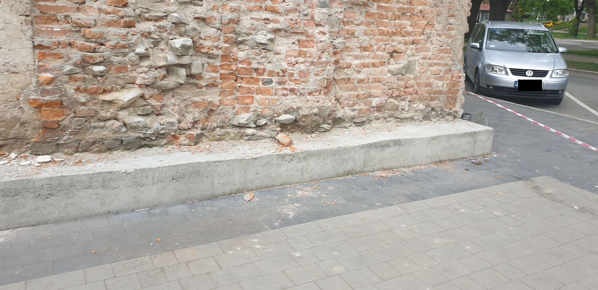 Uwaga pod kamienicą w centrum Andrychowa