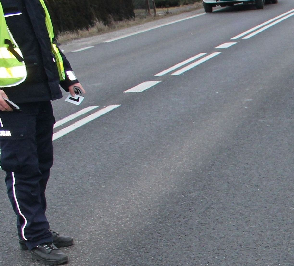Policja szuka rowerzysty, który potrącił pieszą na chodniku