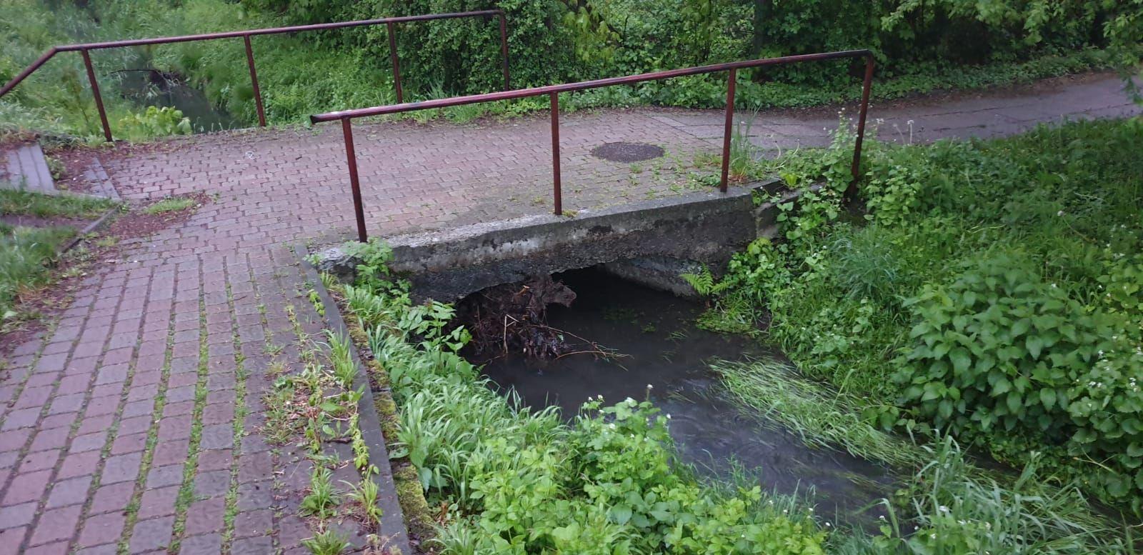 Deszczowy początek tygodnia, a nie wszystkie przepusty udrożnione