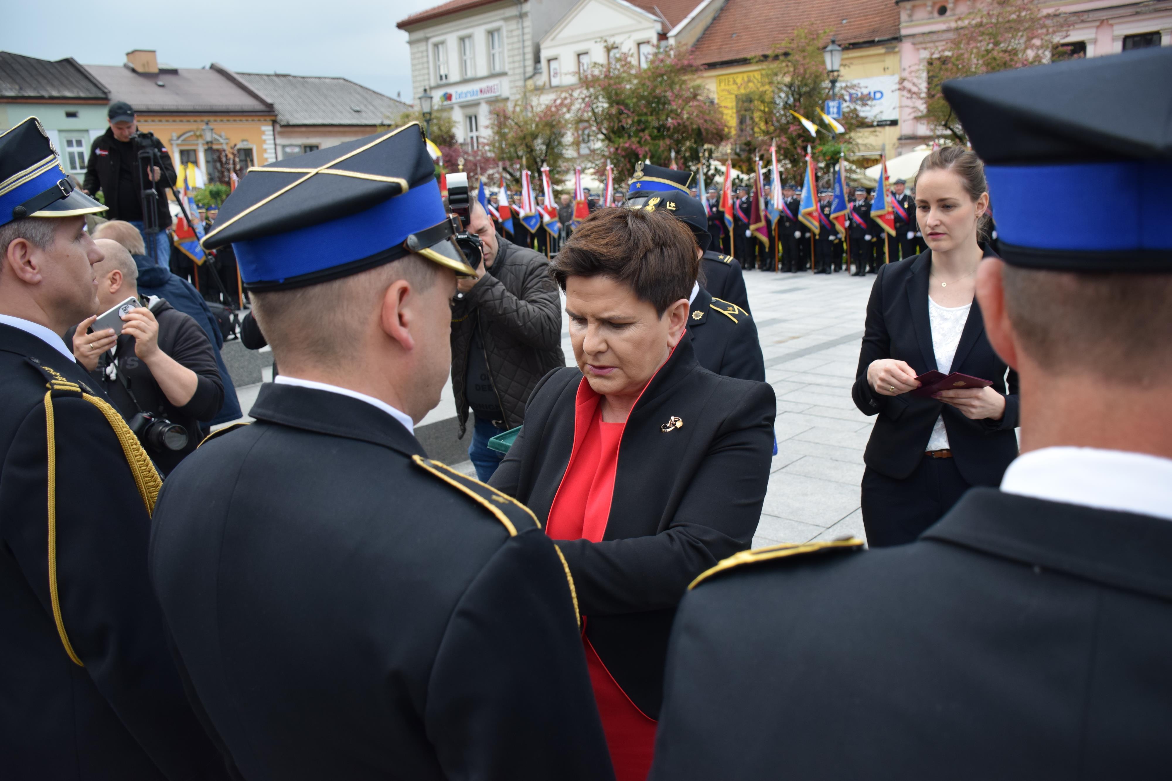 Święto małopolskich strażaków na Rynku. Medale wręczała wicepremier Beata Szydło [FOTO] [AKTUALIZACJA]
