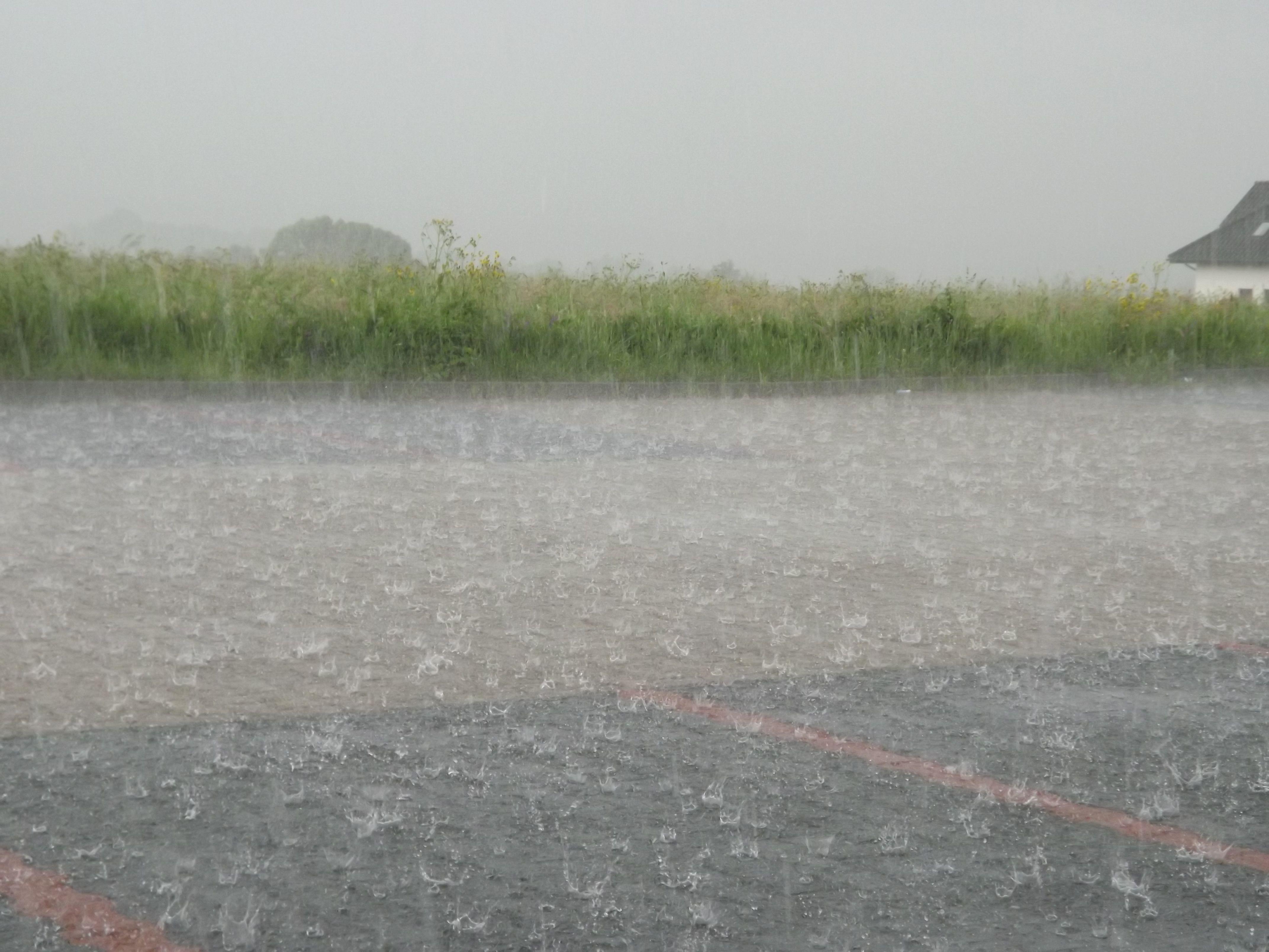 Alert pogodowy: zapowiadają intensywny deszcz