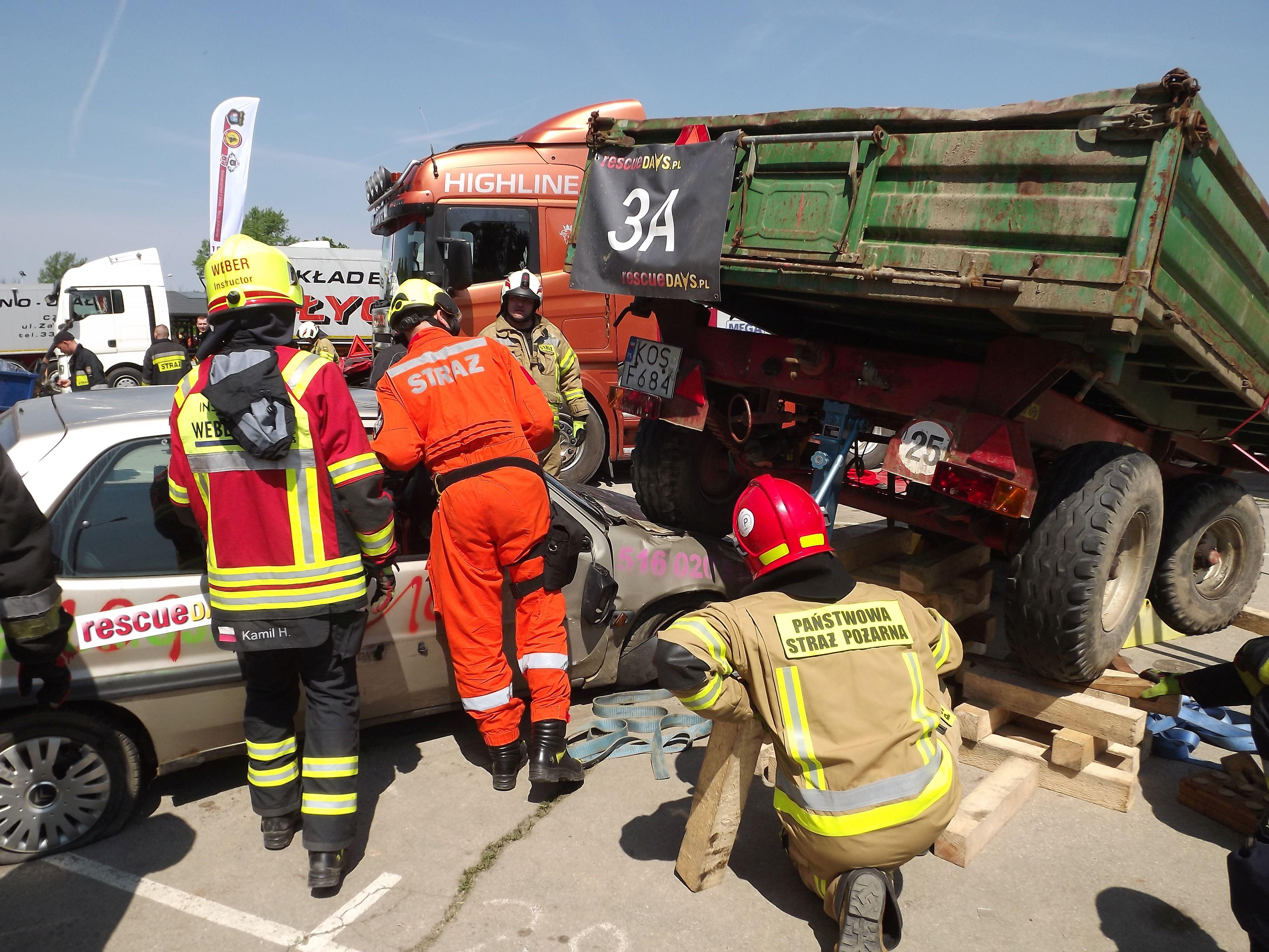 Dzień Otwarty OSP Kęty połączony z wielkimi manewrami z ratownictwa drogowego [FOTO]